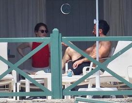 Emma Stone thư giãn bên chồng cũ Jennifer Aniston