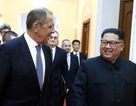 """Ngoại trưởng Nga tặng ông Kim Jong-un chiếc hộp """"đựng bí mật"""""""
