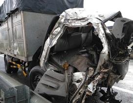 Xe khách giường nằm nổ lốp, 5 người thương vong