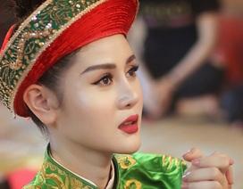 Cô hầu đồng xinh đẹp là Á khôi thời trang 2017