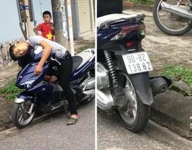 Bàng hoàng phát hiện nam thanh niên chết gục trên xe máy