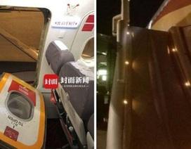 Chuyến bay gặp sự cố vì hành khách mở cửa thoát hiểm... hít khí trời