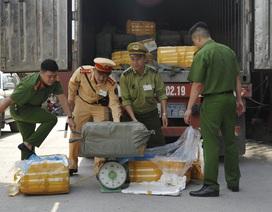 Bắt giữ xe container chở 10 tấn thực phẩm bẩn đi tiêu thụ