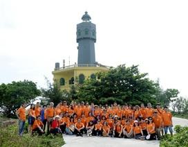 Gần 100 giảng viên ĐH Kinh tế quốc dân hành trình thiện nguyện tới đảo Bạch Long Vĩ