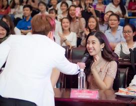 """Sau khi """"thả thính"""", Jun Phạm lại công khai nắm tay Đỗ Mỹ Linh"""