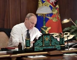Hình ảnh hiếm hoi về phòng làm việc của Tổng thống Putin