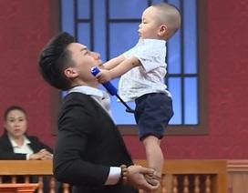 """Khán giả """"choáng"""" trước màn trình diễn của """"Hoàng tử xiếc"""" Quốc Nghiệp và con trai 16 tháng tuổi"""
