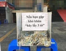 """Thùng tiền """"Nếu gặp khó khăn, hãy lấy 3 tờ"""" ở Sài Gòn"""