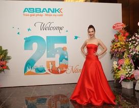 Ái Phương đẹp lạ trong đêm nhạc của ABBANK