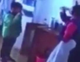 Trung Quốc: Giáo viên gây phẫn nộ vì phạt học sinh uống nước đang sôi