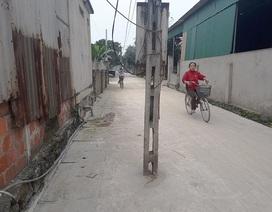 Điện lực Hà Tĩnh lên tiếng về việc hàng chục cột điện nằm giữa đường