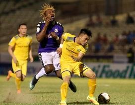 Đang thăng hoa ở V-League, Hà Nội nhận tin không vui