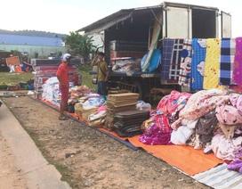 Độc lạ chợ nhóm bán hàng... trên xe tải ở Phú Quốc