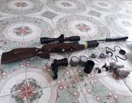 Khám xe khách phát hiện khẩu súng hơi cùng 2kg đạn chì