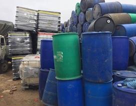 Bắc Giang: Phòng cảnh sát kinh tế tạm giữ hàng hóa nghi có chứa chất thải nguy hại