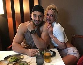 Britney Spears đẹp đôi bên bồ trẻ