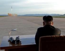 """Ai giữ """"nút bấm hạt nhân"""" khi ông Kim Jong-un công du Singapore?"""