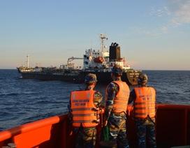 Xử phạt hai tàu nước ngoài mua bán dầu trái phép trên biển