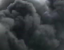 Cháy lớn tại kho chứa cám, khói đen bốc cao hàng chục mét
