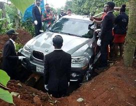 Con trai mua xe hơi 2 tỷ để chôn cất bố