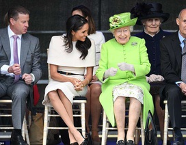 Meghan Markle rạng rỡ hộ tống Nữ hoàng Anh dự sự kiện