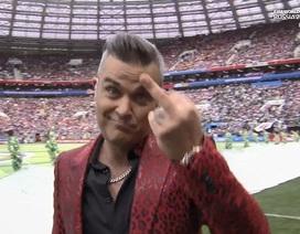 Robbie Williams sỉ nhục khán giả  khi biểu diễn ở khai mạc World Cup