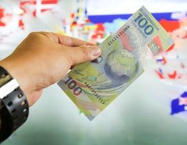 Cận cảnh tờ tiền 100 rúp đặc biệt kỷ niệm World Cup 2018