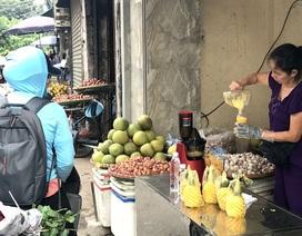 Chưa từng có: 20 ngàn đồng/lít, nước ép hàng sang bán đầy vỉa hè Hà Nội