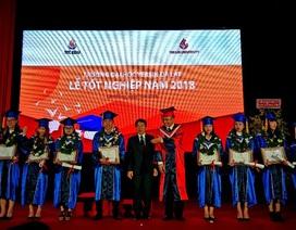 Trao thư tuyển dụng cho 9 sinh viên xuất sắc Đại học Yersin Đà Lạt