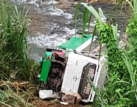 Xe khách lao xuống vực trên đèo Lò xo, 3 người chết, 18 người bị thương