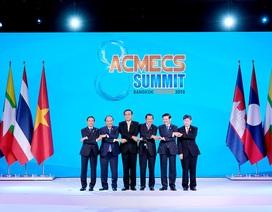 Thủ tướng Nguyễn Xuân Phúc gặp gỡ lãnh đạo cấp cao các nước trong khu vực