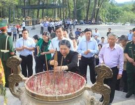 Phó Chủ tịch Quốc hội tri ân các anh hùng liệt sĩ tại Quảng Trị