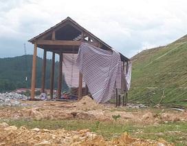 """Tháo dỡ ngôi nhà """"mọc"""" trên mái kè siêu dự án thủy lợi Ngàn Trươi"""