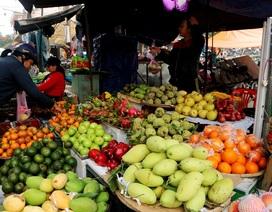 Trái cây, bánh ú, lá mùng 5... hút hàng Tết Đoan Ngọ