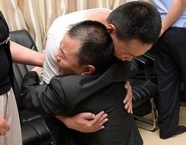 Cha mẹ đoàn tụ con trai thất lạc sau 24 năm miệt mài tìm kiếm