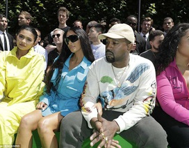 Kim Kardashian quay lại Paris sau vụ bị cướp
