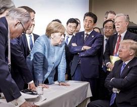 """""""Ông Trump ném kẹo cho bà Merkel khi tranh cãi nảy lửa ở G7"""""""