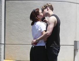 Emma Watson vẫn hạnh phúc bên bạn trai
