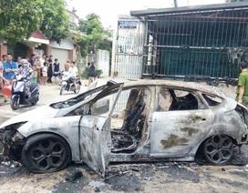 Xe ô tô biển Hà Nội bốc cháy ở Thanh Hóa