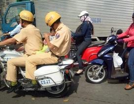 CSGT đưa cháu bé vượt đường tắc đi cấp cứu đã xử lý tình huống nhanh, hiệu quả