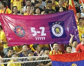 Sân Thống Nhất bị phạt vạ lây vì CĐV Nam Định đốt pháo sáng