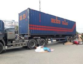 Đôi vợ chồng tử vong dưới bánh xe container, bé trai 10 tuổi nguy kịch