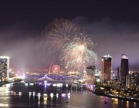 """Mãn nhãn với đại tiệc pháo hoa mang tên """"Nhịp cầu hạnh phúc"""" trên sông Hàn"""