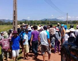 Dân tụ tập giữ xe cán bộ để phản đối dự án điện mặt trời