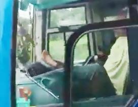 Chủ tịch tỉnh Cà Mau chỉ đạo khẩn vụ tài xế lái xe khách bằng chân