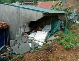 Mưa lớn làm sập nhà, bé gái 3 tuổi tử vong