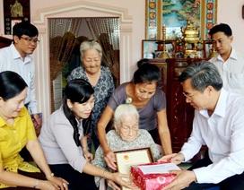 Bí thư Tỉnh ủy Bạc Liêu thăm các cụ tròn 100 tuổi