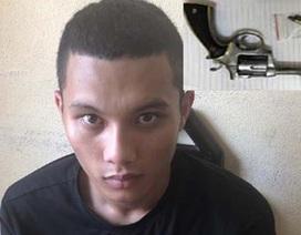Bắt giữ nam thanh niên mang trong người khẩu súng col lắp sẵn 3 viên đạn