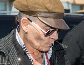"""""""Cướp biển"""" Johnny Depp xuống sắc thấy rõ"""