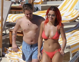 Rita Ora diện bikini gợi cảm bên bạn trai